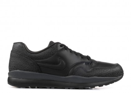 "Nike Air Safari ""Triple Negras"" AO3295-002"